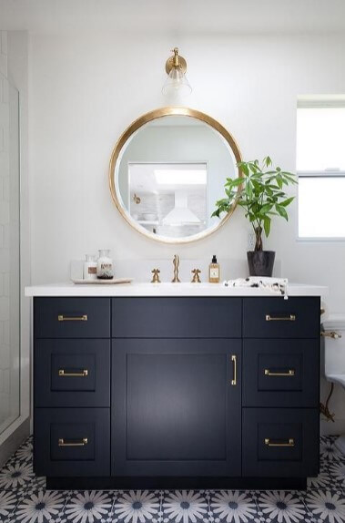 Elegan black master bath vanity mirror ideas
