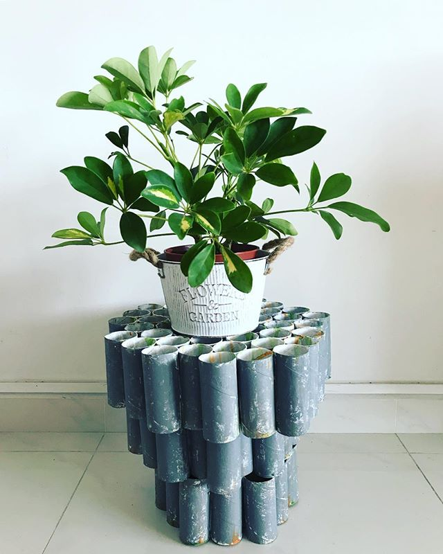 diy plant stand from pipes