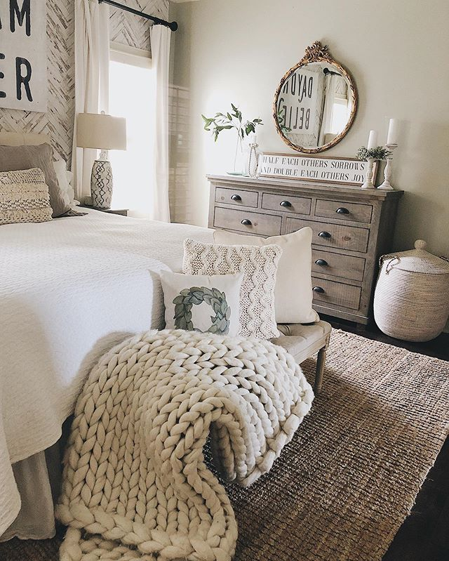 Ominous Farmhouse-style Rustic Bedroom