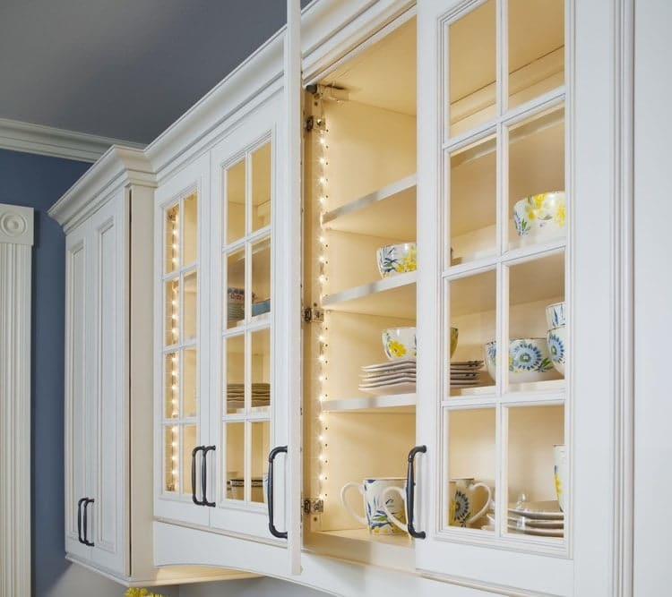Lightings in kitchen cabinets